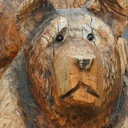 oso-tallado-en-madera-vikingos-rolf-2
